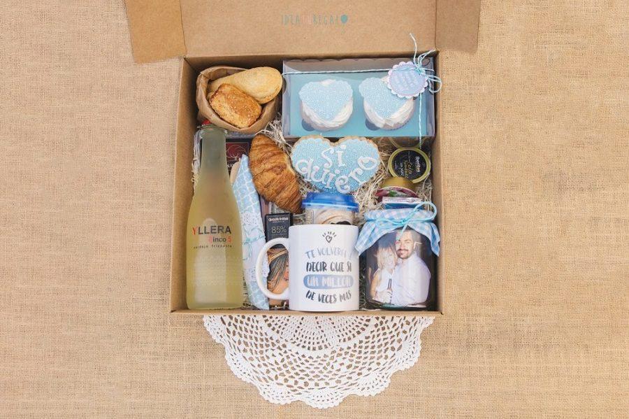 Caja con desayuno personalizado