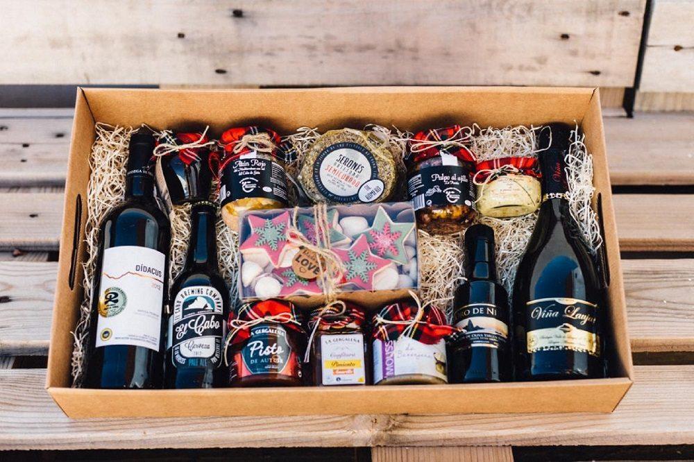 Caja con productos gourmet de Almeria