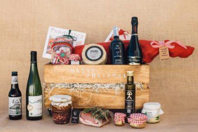 Caja de maderacon productos gourmet de Almeria