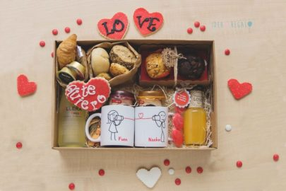 Caja con desayuno pareja