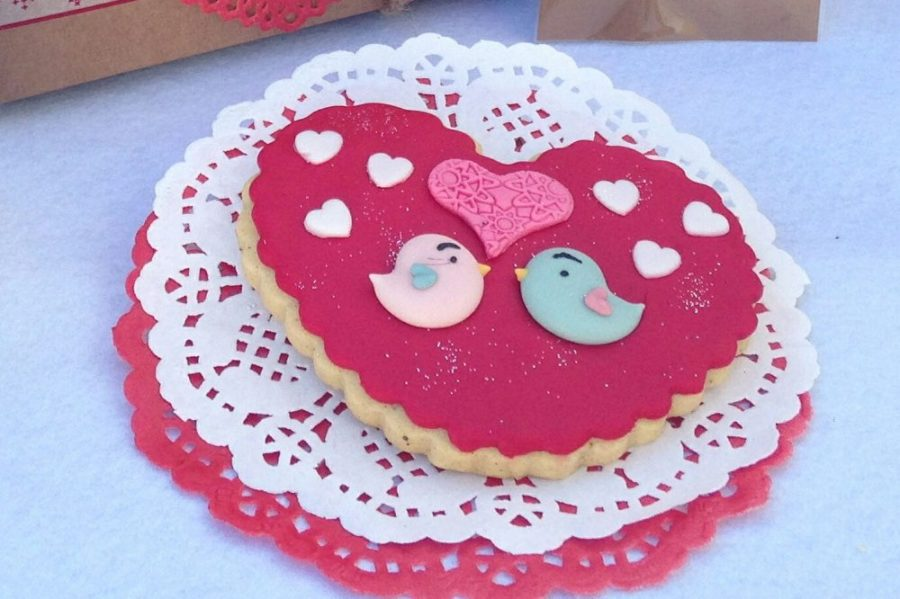 galleta de fondat de corazon con pajaritos