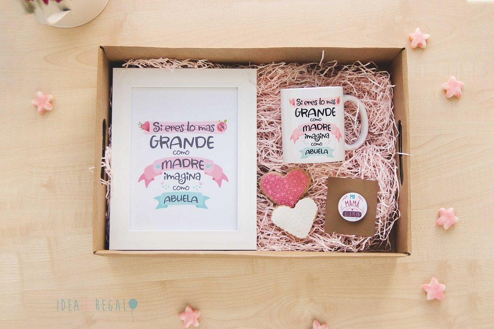 """Caja con marco y taza"""" Si eres lo mas grande como madre imagina como abuela"""", galletas y chapa"""