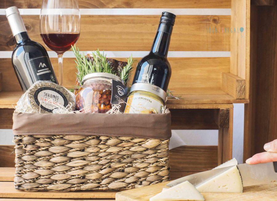 cesta completa con productos aretesanos de Almeria